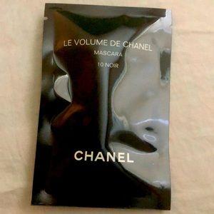 Chanel mascara sample .